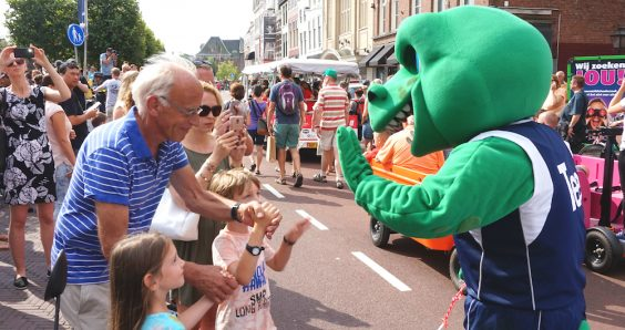 Trix the T Rex arrives in Leiden; dinosaur is given a rock star welcome