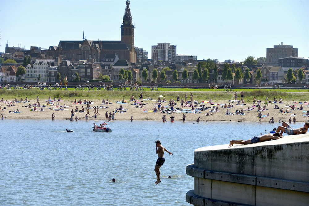 Swimming in the Maas river near Nijmegen. Photo: Flip Franssen via HH