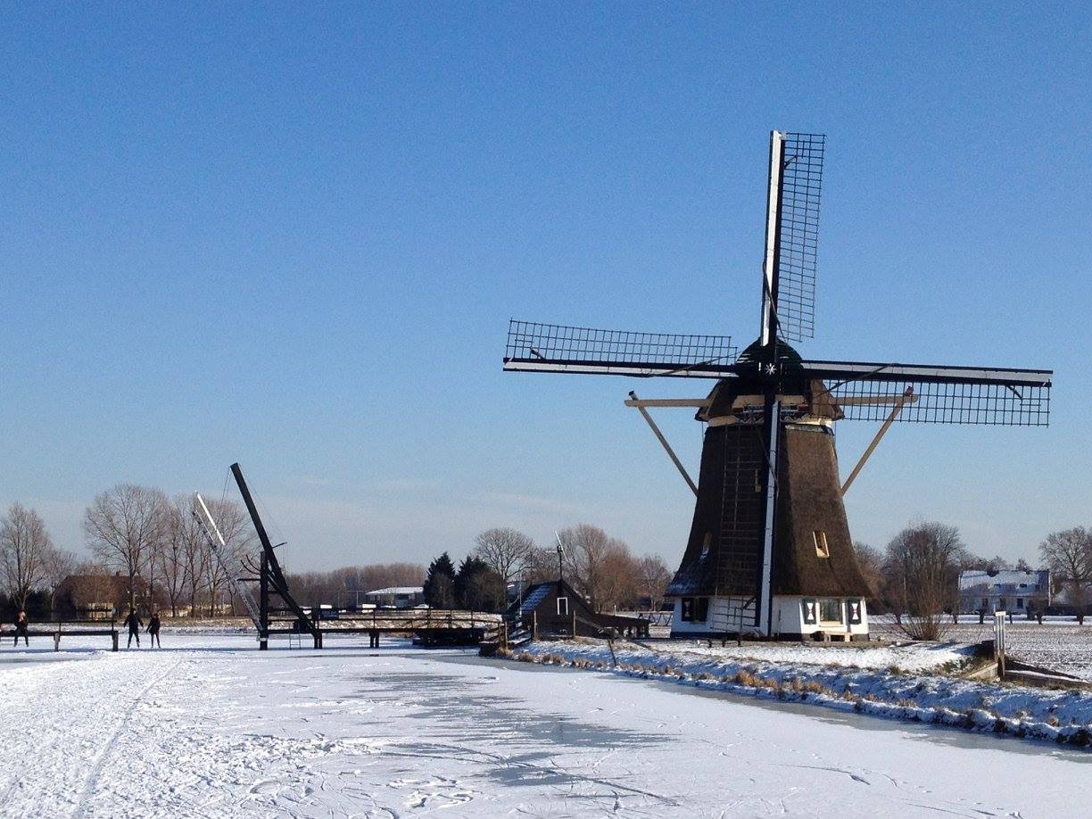 You can't get more Dutch than windmills in the snow. Fingers crossed we have a winter like this again this year.