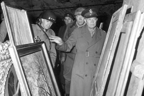 US generals inspect looted art at the end of the war. Photo: Wikipedia