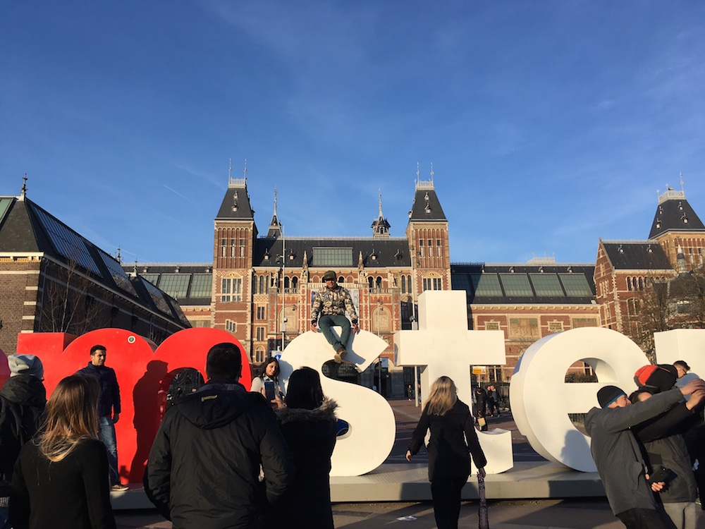 Amsterdam 39 s marketing chief attacks ryanair airbnb over for Airbnb amsterdam