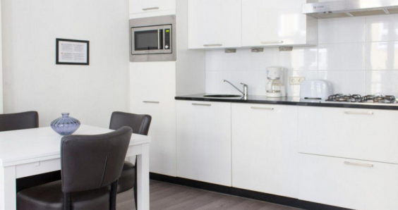 To rent in Amsterdam: a studio flat where cooking is banned