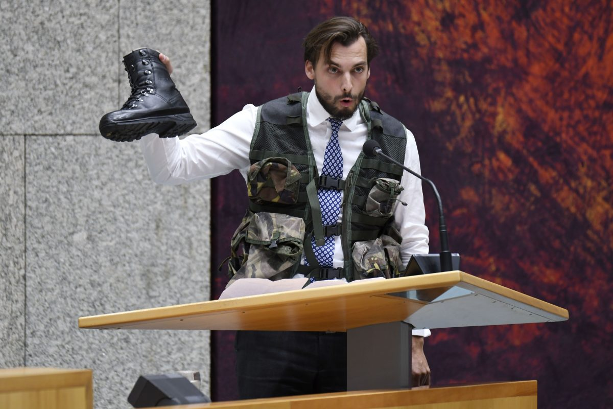 Thierry Baudet dressed in military gear during the debate that preceded the resignation of Jeanine Hennis as defence minister.