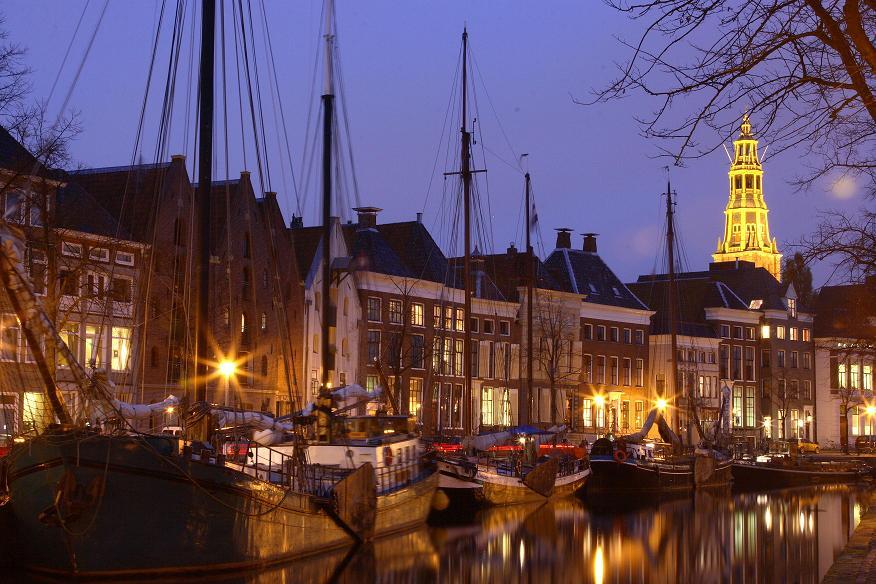 Groningen at night boats