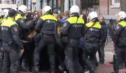 riot police students