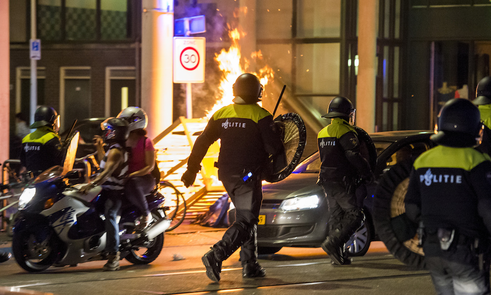 Weer protest bij politiebureau Schilderswijk