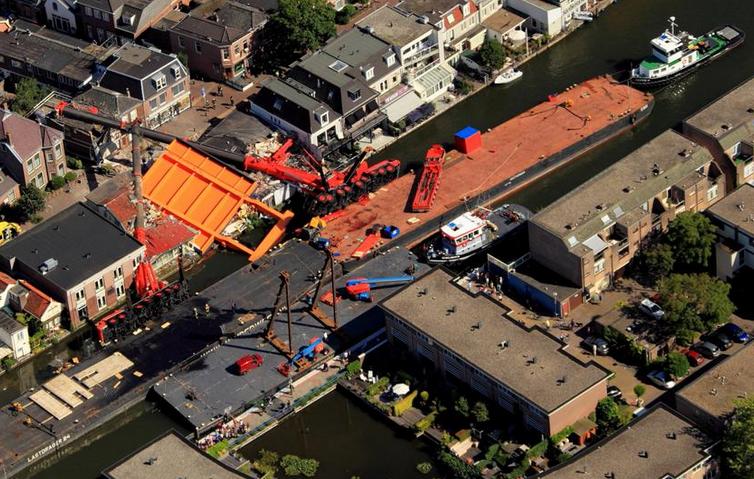 alphen aan den rijn crane bridge