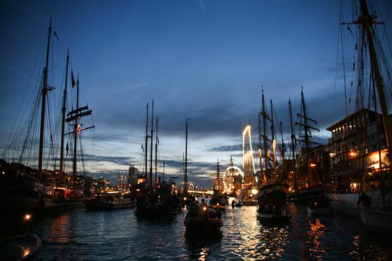 sail at night wim haze