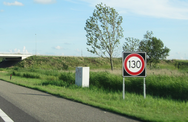 Daytime speed limit to be slashed to 100 kph to cut pollution: NOS - DutchNews.nl