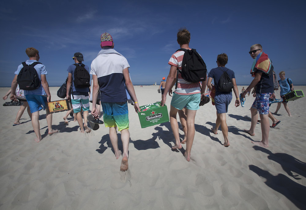 Teenagers on Terschelling. Photo: Laurens Aaij/Hollandse Hoogte