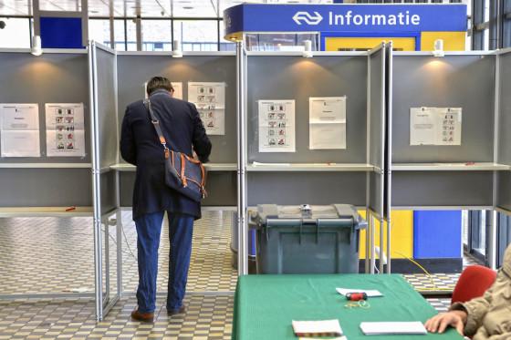 Voting at Nijmegen train station. Photo: Flip Franssen/Hollandse Hoogte
