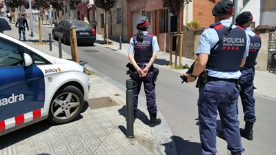 Police outside the house in Barcelona. Photo: OM