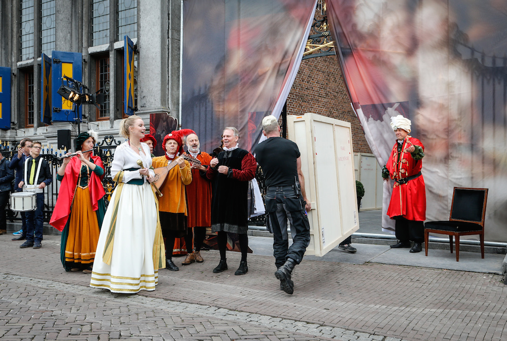 The stolen paintings are welcomed back to Hoorn. Photo: press handout Hoorn.nl