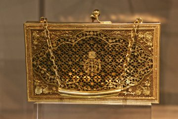 A gold evening bag worn by the Netherlands' former queen Juliana.