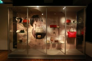 Exhibition highlights the handbags that graced the shoulders of royalty