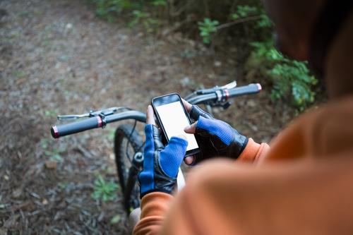 Dutch to ban sending mobile phone messages while riding a bike - DutchNews.nl