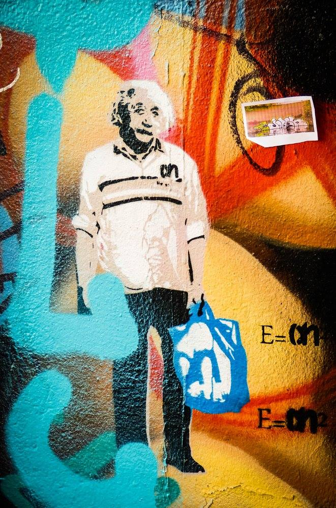 We love the idea of Albert Einstein as an Albert Heijn worker, complete with carrier bag. How Dutch can you get?
