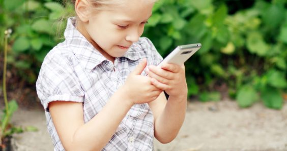Do 441 Dutch four-year-olds really have a mobile phone?