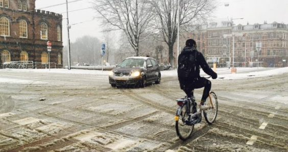 More heavy snow likely to cause rush-hour chaos on Monday afternoon