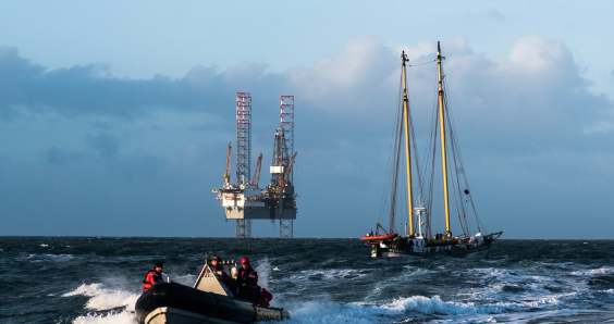 Greenpeace protestors occupy North Sea rig, three arrested in Lauwersoog