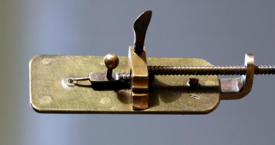 Mystery of Van Leeuwenhoek's microscope lens is partly solved