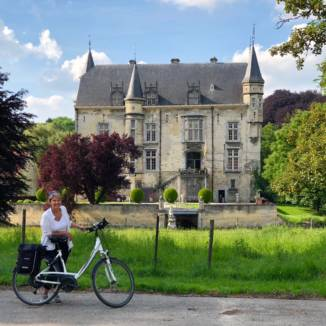 Blogwatching: Cycling through Limburg history (and a message to the countess)