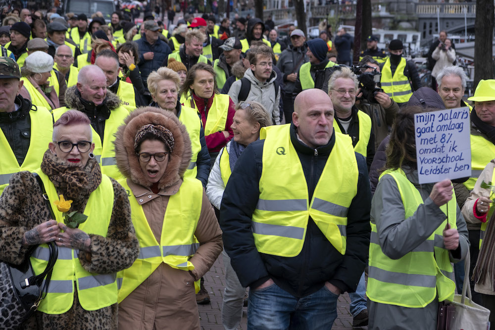 Dutch yellow jacket protests draw small crowds, PM has some