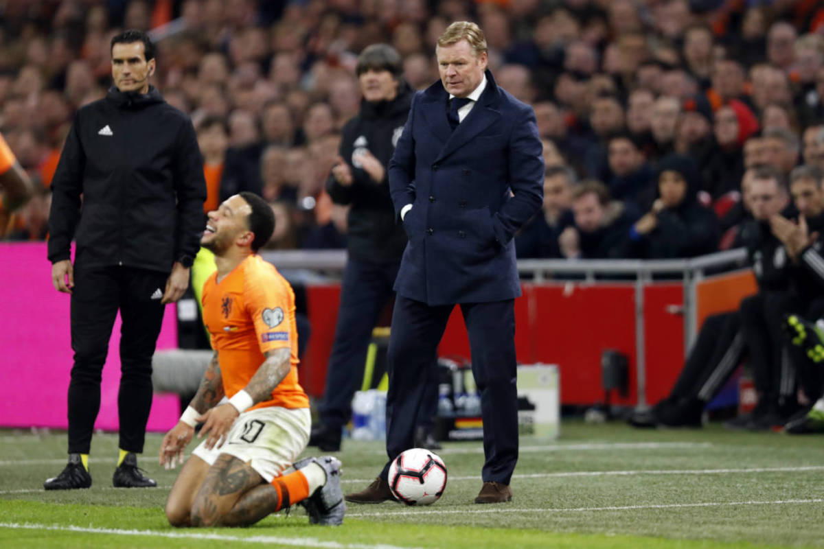 Memphis Depay and Ronald Koeman during the Netherlands 2-3 defeat to Germany in Amsterdam