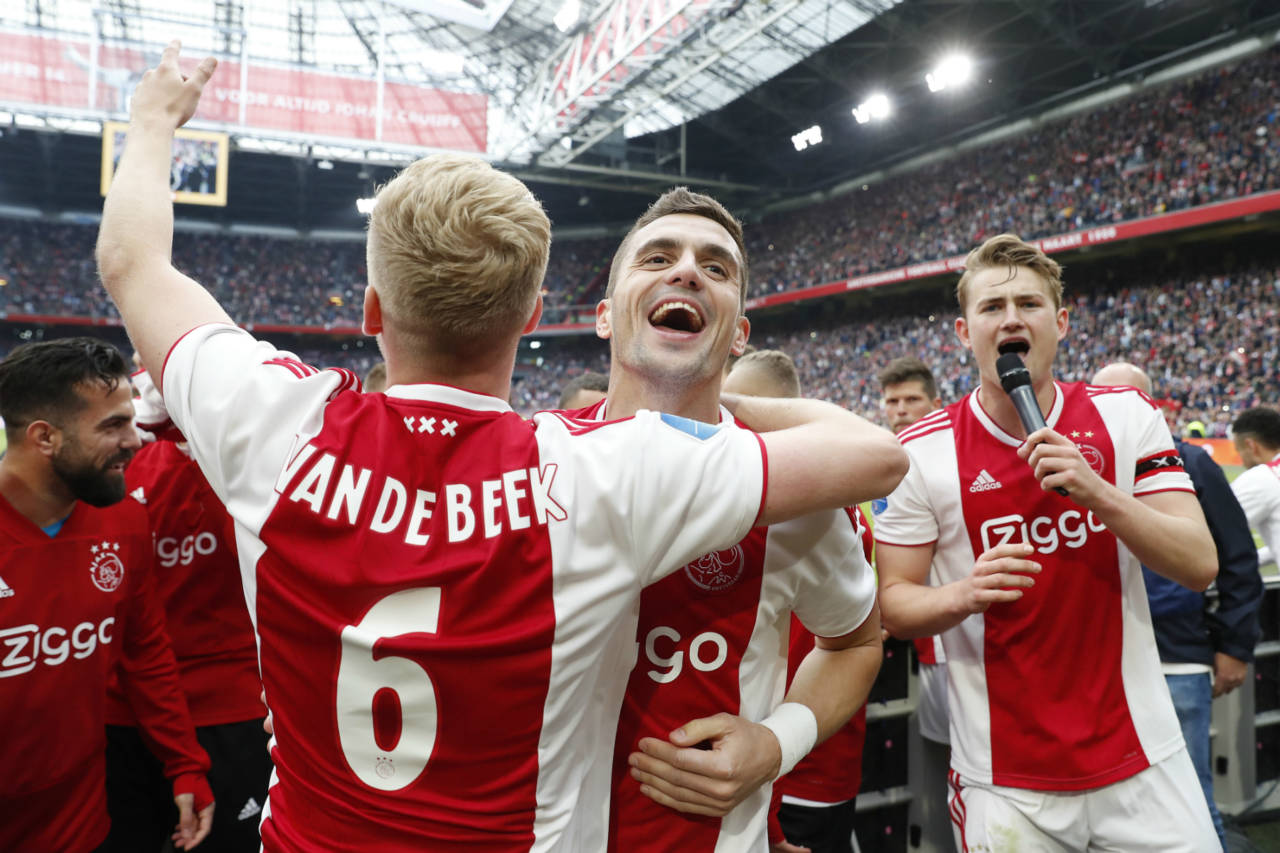 Ajax All But Guaranteed Eredivisie Title As Psv S Lights Go Out In Alkmaar Dutchnews Nl