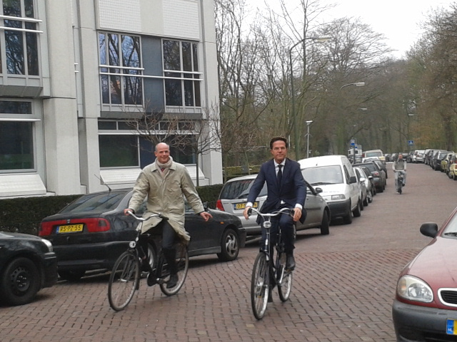 DutchNews podcast – The Park Your Bike In Our DMs, Prime Minister Edition – Week 23 - DutchNews.nl - Live