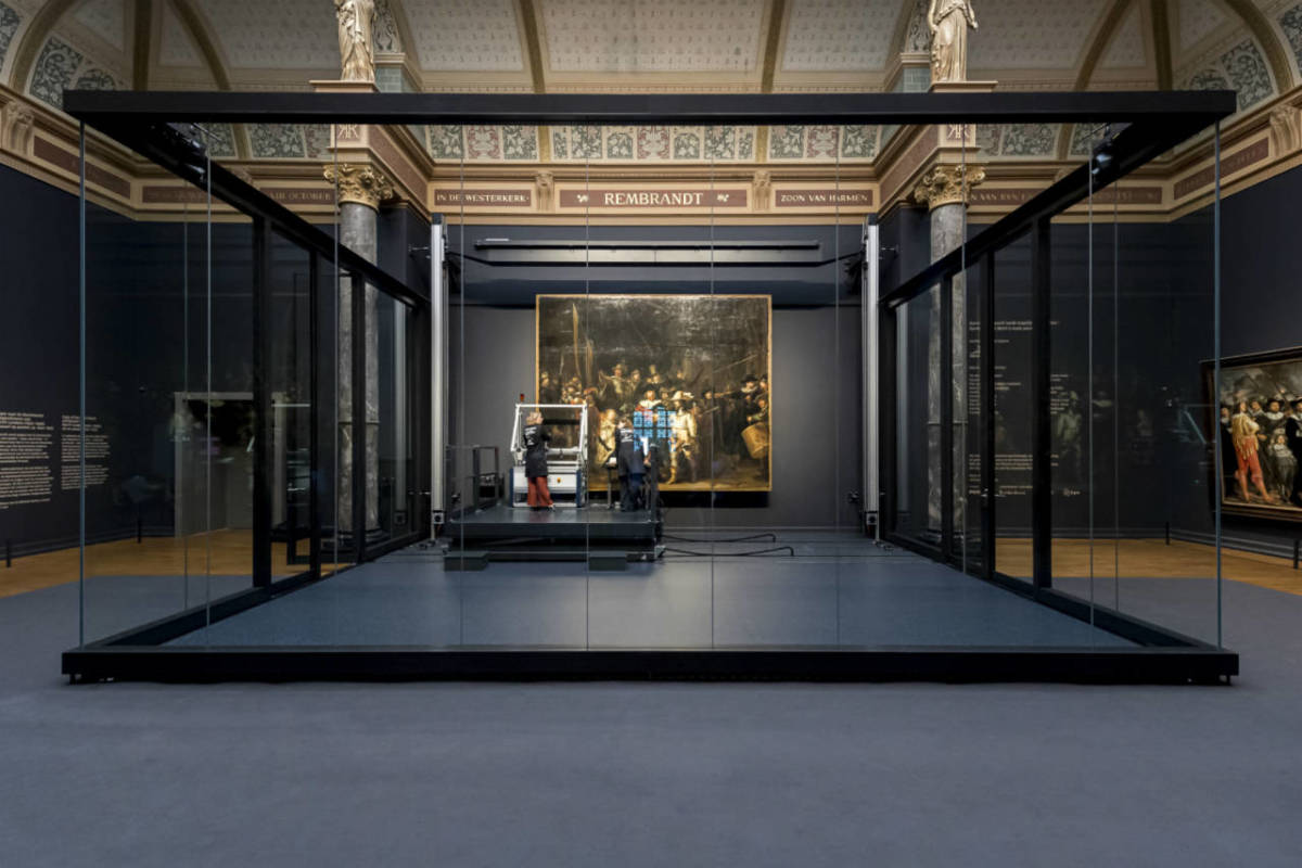 The glass box in the Rijksmuseum where the restoration of the Night Watch will be carried out for a year from July 2019.