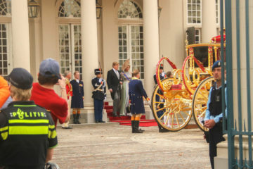 The king and queen boarding the Glazen Koets at Paleis Noordwijk.