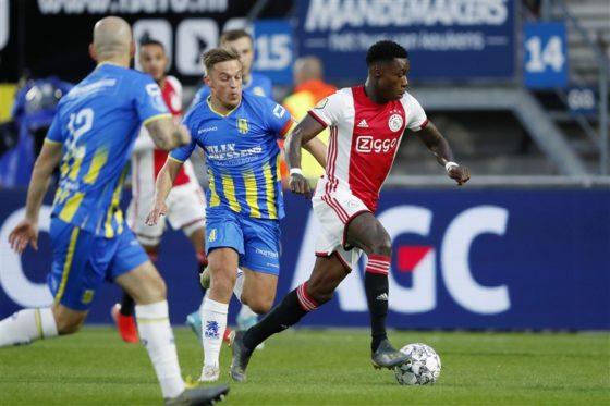 RKC Waalwijk defenders chasing Ajax striker Quincy Promes