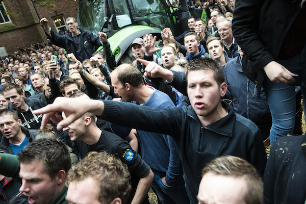 Farmers protest violence condemned, but four provinces cave in to demands - DutchNews.nl