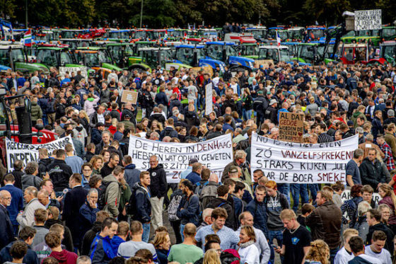 Angry Dutch farmers descend on The Hague to demand respect
