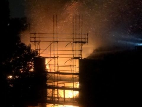 Major fire in Amsterdam West, 60 locals evacuated overnight - DutchNews.nl