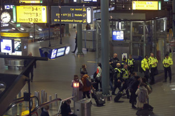 Pilot in Schiphol security scare was instructing a trainee at the time