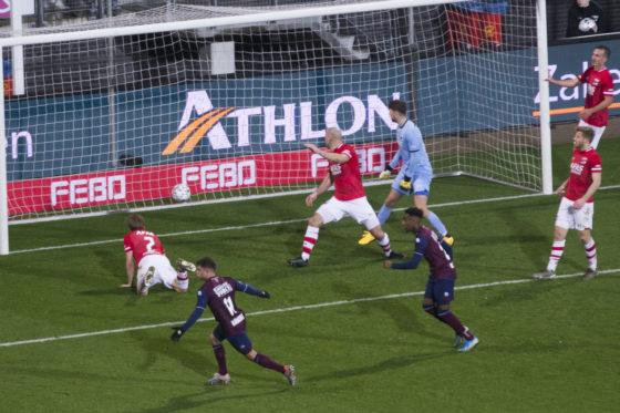 Willem II's Mats Kohlert steering the ball between a crowd of AZ Alkmaar defenders to score the equaliser