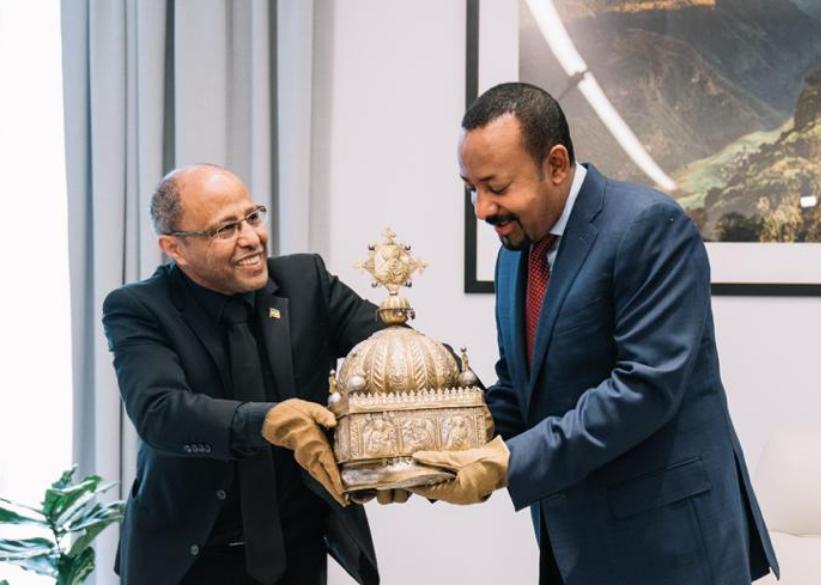 Dutch return rare crown, kept in a Rotterdam apartment, to Ethiopia - DutchNews.nl