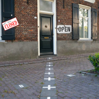 Photomontage of a house in Baarle-Nassau with a shop closed sign on the Belgian side and an open sign on the Dutch side