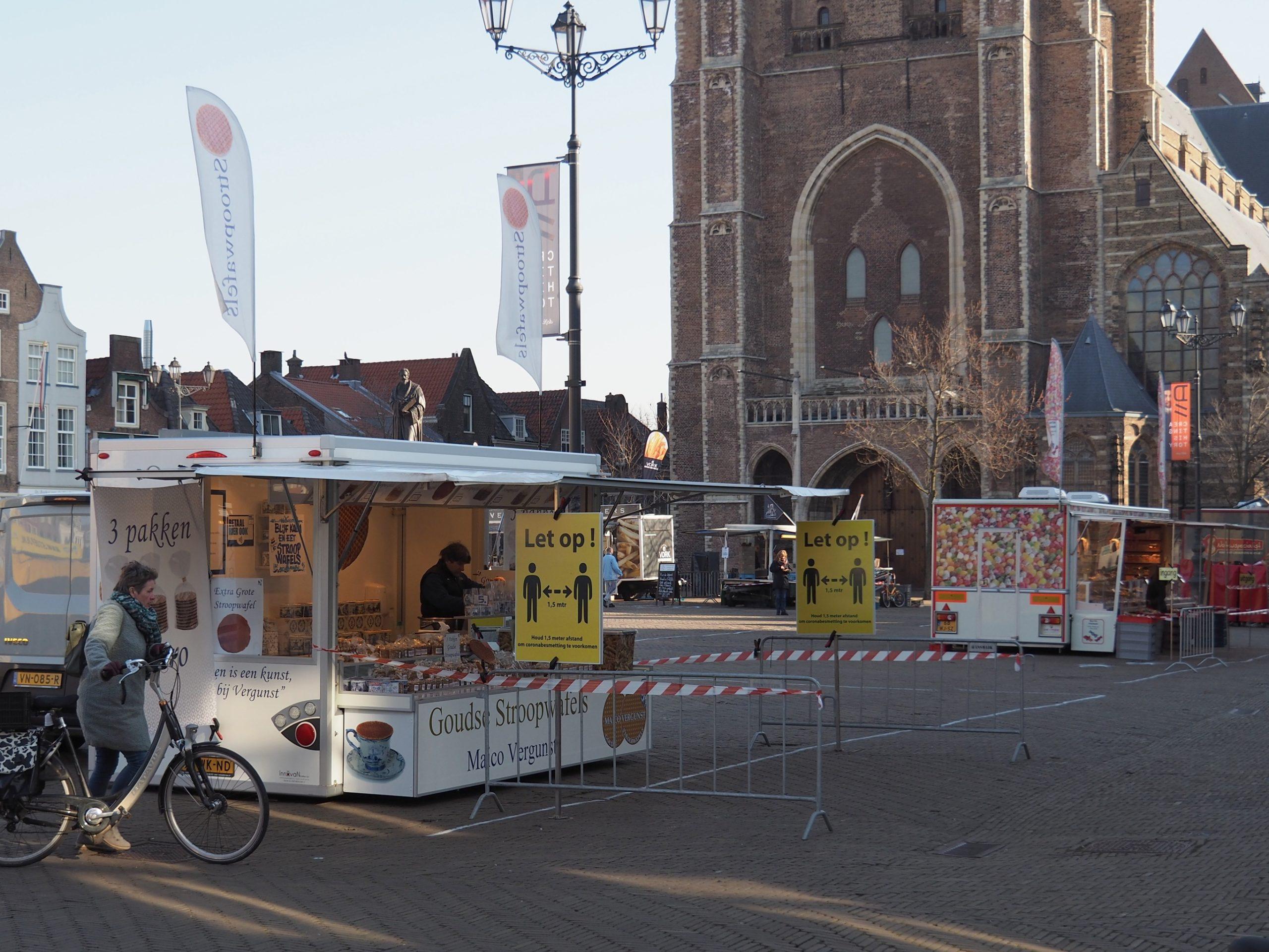 Advertising incomes fall by around 30% as coronavirus hits spending - DutchNews.nl