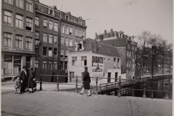 The Pirate House in 1930, with a small boy visible in the top right window.