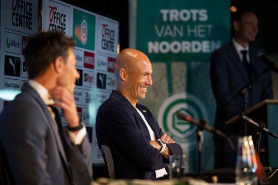 FC Groningen technical director Mark-Jan Fledderus unveils new signing Arjen Robben at a press conference.