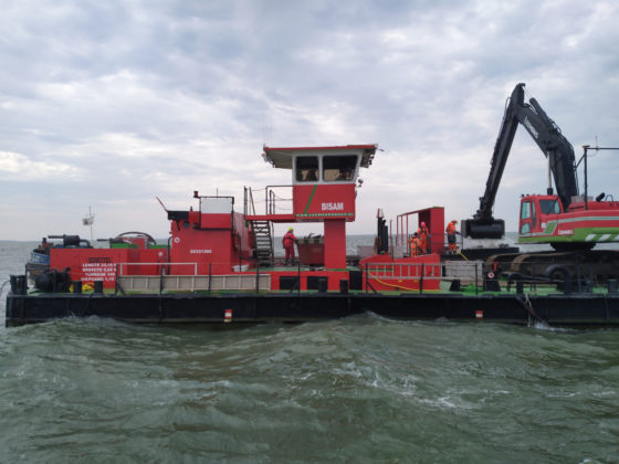 The crane arm draining water from the Markermeer to be sifted for wreckage of the BK716.