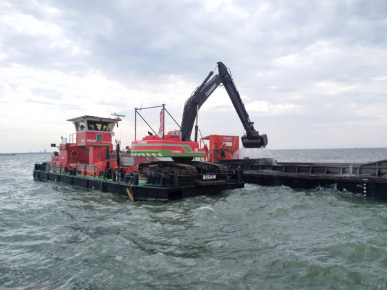 The crane sifting the water for wreckage