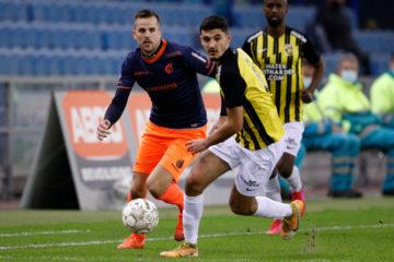 Armando Broja of Vitesse Arnhem on the ball with Fortuna Sittard defender Jorrit Smeets looking on