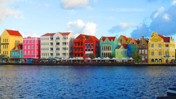 Willemstad-haven op een zonnige dag