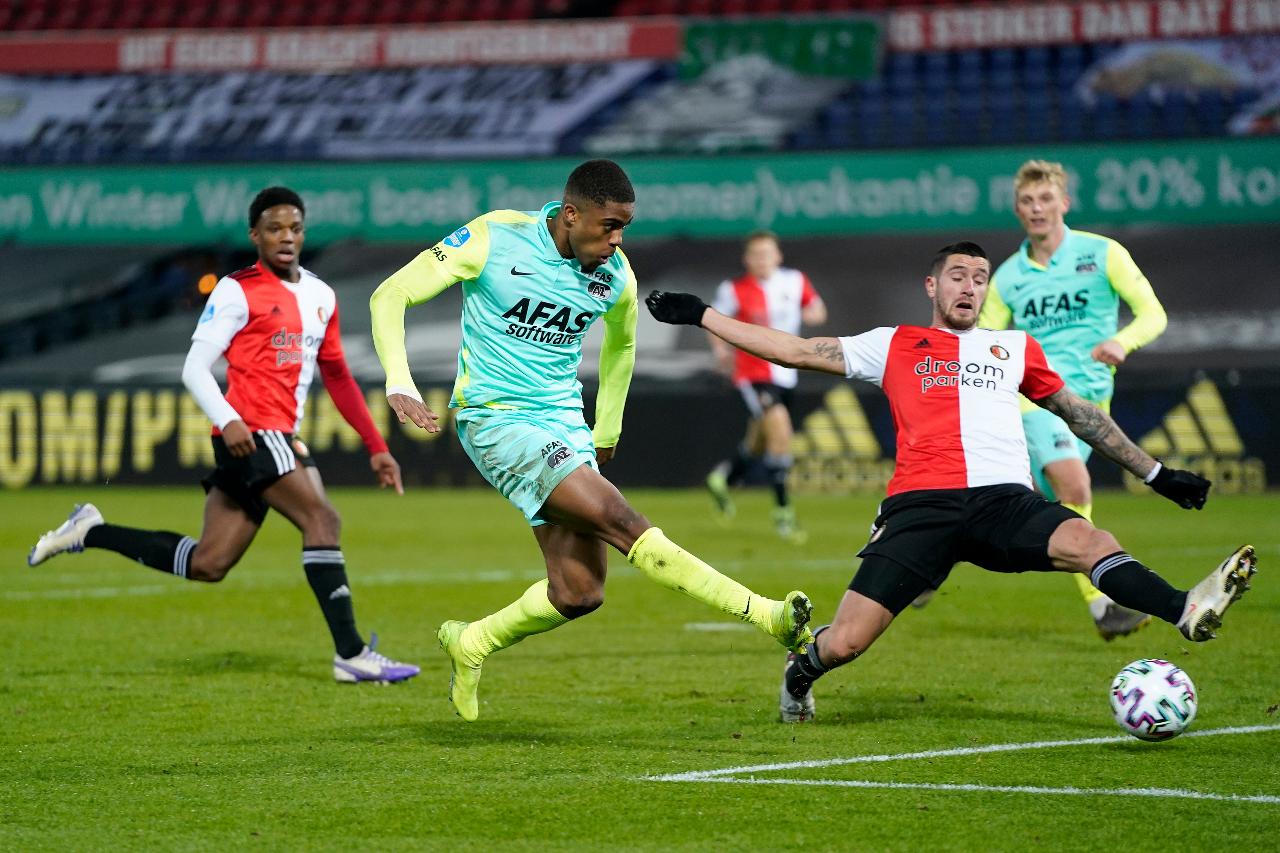 Feyenoord drop to fifth as AZ win in De Kuip, Ajax march on - DutchNews.nl