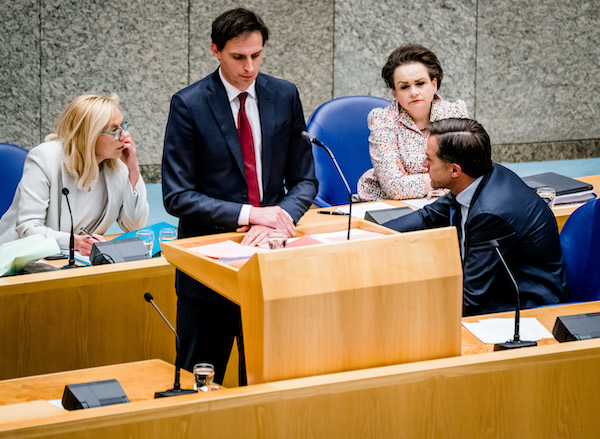 Contrite ministers clear way for coalition talks to continue after 15 hour debate - DutchNews.nl