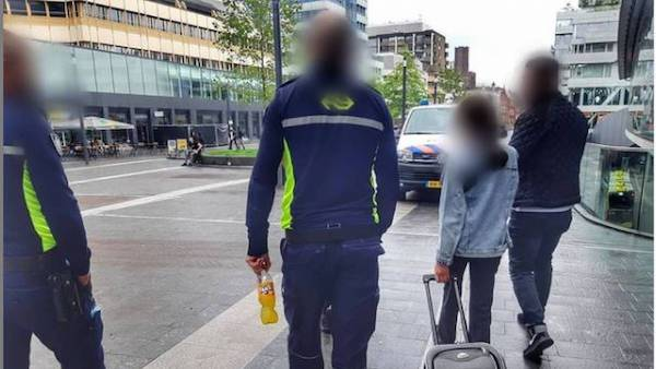 Syrian girl, 11, found alone with a suitcase at Utrecht's main station - DutchNews.nl